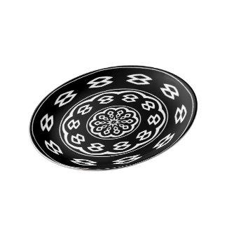 円のゲーム: 幸せな黒 磁器プレート