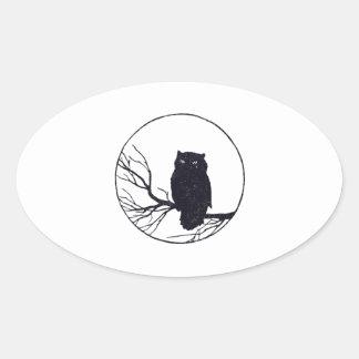 円の枝のフクロウ 卵形シール・ステッカー