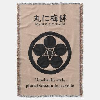 円のUmebachiスタイルのプラム花 スローブランケット