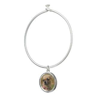円形のチャームが付いている子犬|の腕輪のブレスレットの写真 バングルブレスレット