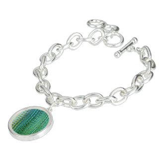 円形のチャームが付いている海草の腕輪のブレスレット ブレスレット