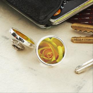 円形のラペルピンは、めっきされて銀を着せます ラペルピン
