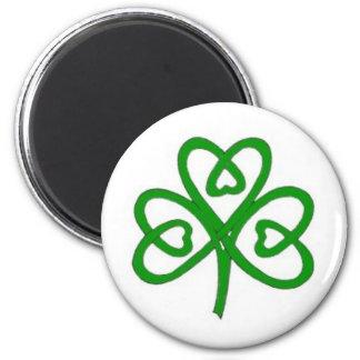 円形の磁石のハートを持つケルト族のアイルランドのシャムロック マグネット