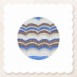 円形の青いモザイクによってスカラップで仕上げられる正方形紙のコースター ペーパーコースター
