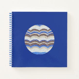 円形の青いモザイク正方形の螺線形ノート ノートブック