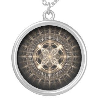 円形浮彫り シルバープレートネックレス