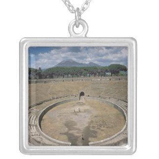 円形競技場、始められたc.80紀元前に シルバープレートネックレス