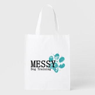 再使用可能な買い物袋を訓練しているきたない犬 エコバッグ