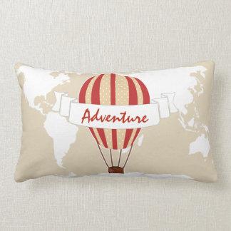 冒険の猛烈な気球及び世界地図 ランバークッション