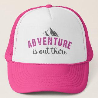 冒険はタイポグラフィの引用文の帽子そこにあります キャップ