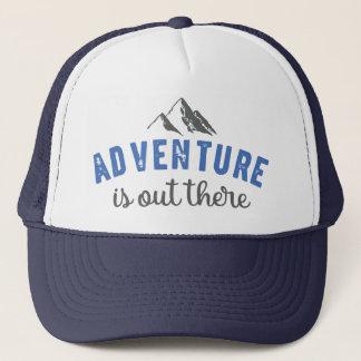 冒険はタイポグラフィの引用文の帽子の青そこにあります キャップ