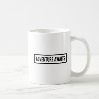 冒険はマグを待ちます コーヒーマグカップ