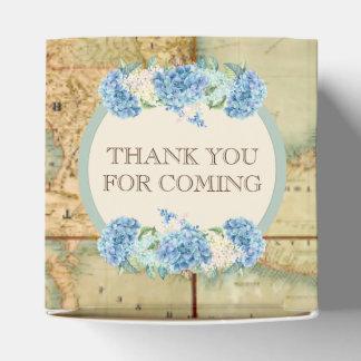 冒険はヴィンテージの世界地図の青のアジサイを待ちます フェイバーボックス