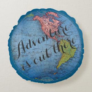 冒険はヴィンテージの地図旅行引用文そこにあります ラウンドクッション