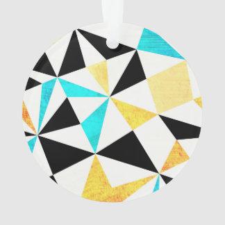 写実的で汚い三角形のデザイン オーナメント