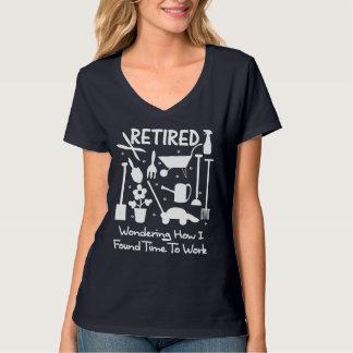 写実的なおもしろいな退職のスローガンの園芸工具 Tシャツ