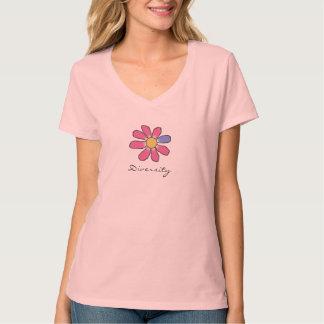 写実的なピンクの花の多様性 Tシャツ