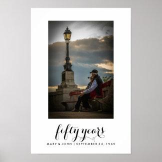 写真とのシンプルなタイポグラフィ|結婚したな50年 ポスター