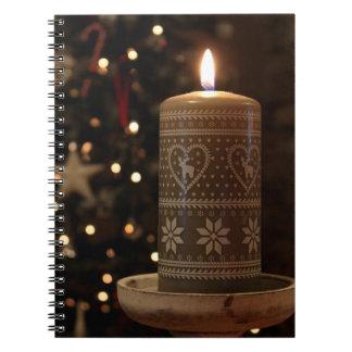 写真のクリスマスの蝋燭のノート ノートブック