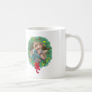 写真の休日のマグ: メリークリスマスのリース コーヒーマグカップ