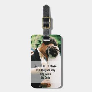 写真の名前入りな荷物のラベルを結婚している新婚者 ラゲッジタグ