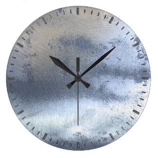 写真の現実的なSteampunkの薄板金の銀の鋼鉄 ラージ壁時計