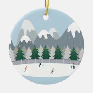 冬のアイススケートの休日の木のオーナメント セラミックオーナメント