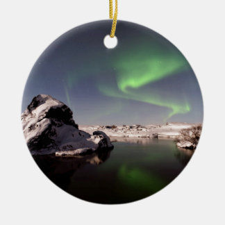 冬のアイスランド セラミックオーナメント