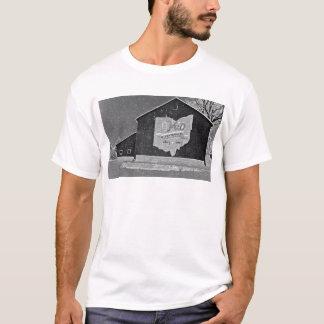 冬のオハイオ州の納屋 Tシャツ