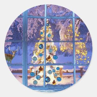 冬のクリスマスツリーはつまらないもののフェスティバルの気分をつけます ラウンドシール