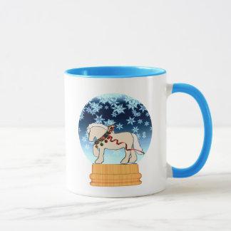 冬のクリーム色のSnowglobeのマグ マグカップ