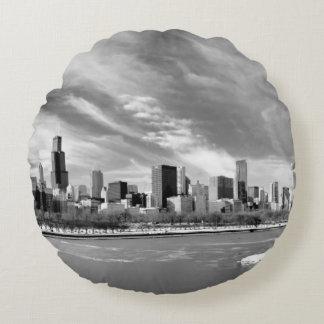 冬のシカゴのスカイラインの全景 ラウンドクッション