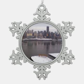 冬のニューヨークシティ スノーフレークピューターオーナメント