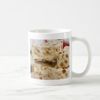 冬のヌガー コーヒーマグカップ