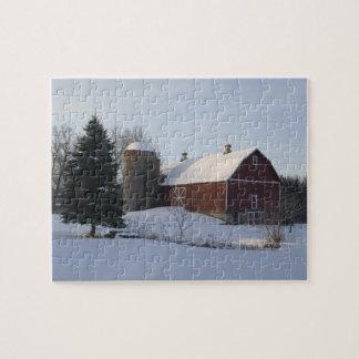 冬のパズルの赤い納屋 ジグソーパズル