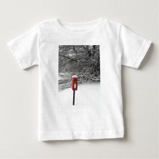 冬のポスト箱 ベビーTシャツ