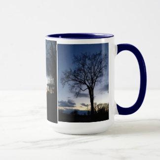 冬のマグの木のたそがれ マグカップ