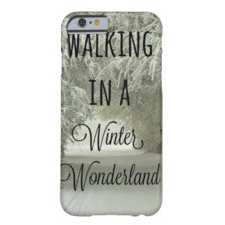 冬の不思議の国で歩くこと BARELY THERE iPhone 6 ケース