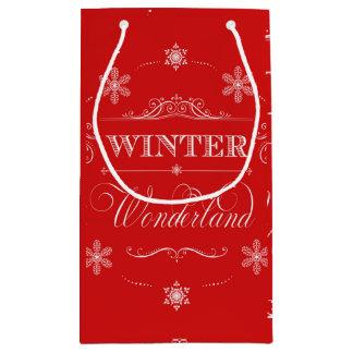 冬の不思議の国の赤と白のクリスマスの雪 スモールペーパーバッグ