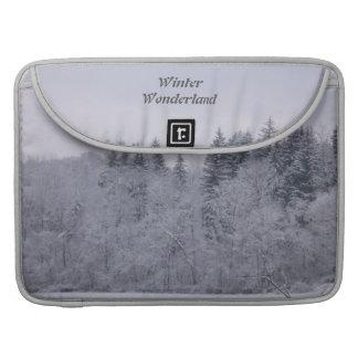 冬の不思議の国 MacBook PROスリーブ