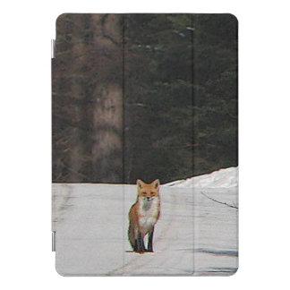 冬の丘の頂上の10.5のiPadのプロ場合のアカギツネ iPad Proカバー