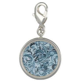 冬の伝統的なペイズリーの花の青いパターン チャーム