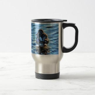 冬の川-野性生物の写真のマガモのアヒル トラベルマグ