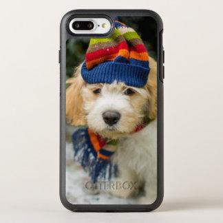 冬の帽子およびスカーフのCavachonの甘い子犬 オッターボックスシンメトリーiPhone 8 Plus/7 Plusケース
