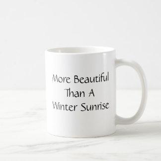 冬の日の出より美しい。 スローガン コーヒーマグカップ
