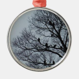 冬の木のハゲタカの群 メタルオーナメント