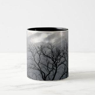 冬の木のマグ ツートーンマグカップ