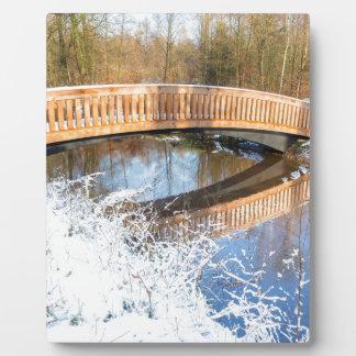 冬の木橋雪そして水は味をつけます フォトプラーク