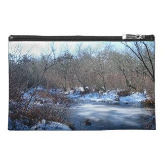 冬の沼地の池 トラベルアクセサリーバッグ