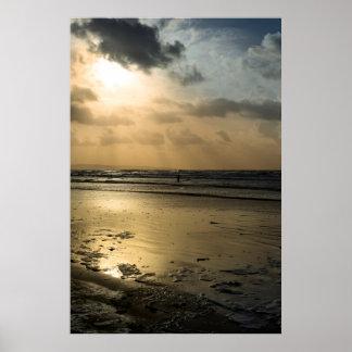 冬の波の単独サーファー ポスター